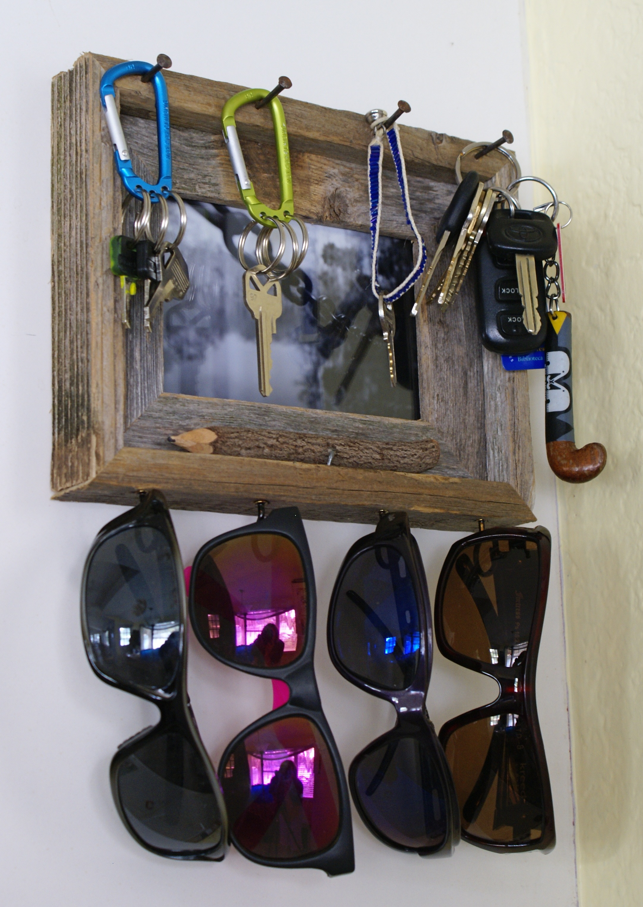 Rustic Key & Sunglasses Holder via The Thinking Closet