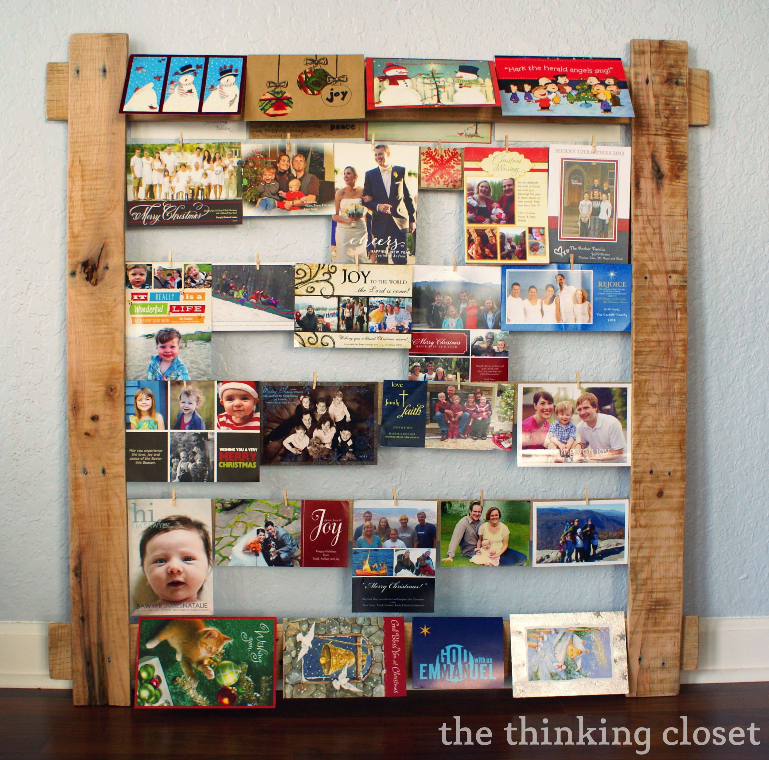 Pallet Christmas Photo Display by The Thinking Closet